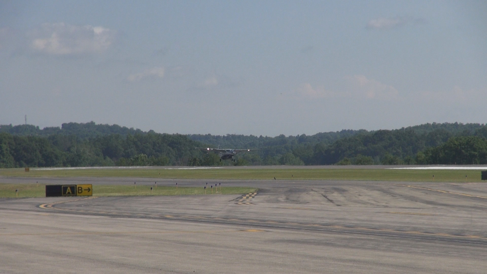 MORGANTOWN MUNICIPAL AIRPORT RUNWAY.jpg