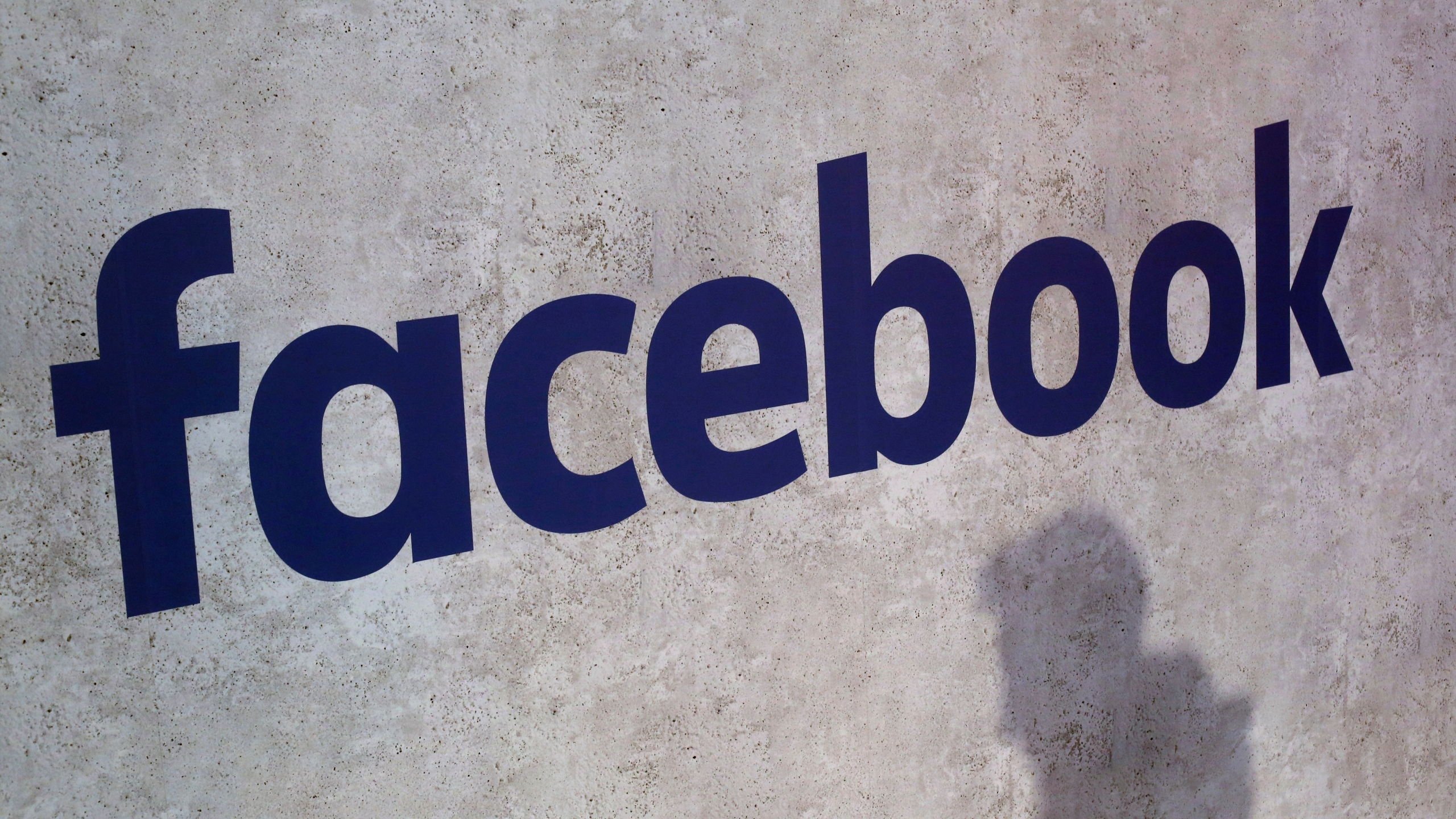 Facebook_Privacy_Scandal_News_Guide_45141-159532.jpg09843825