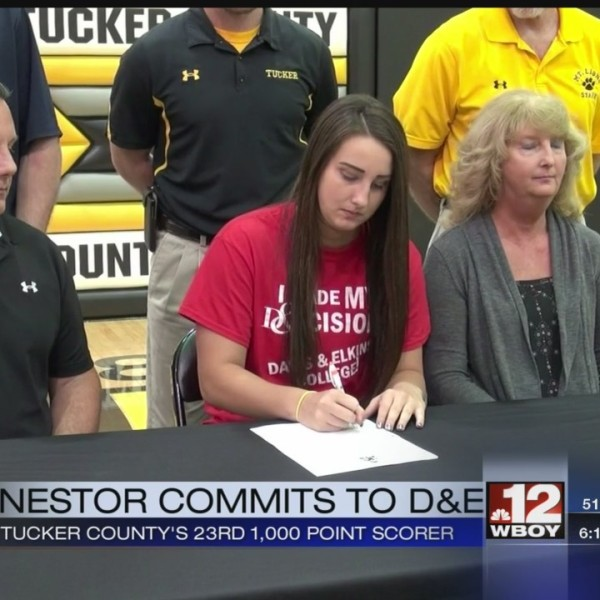 Sydney Nestor signs with D&E
