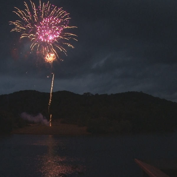 fireworks_1527475477582.jpg