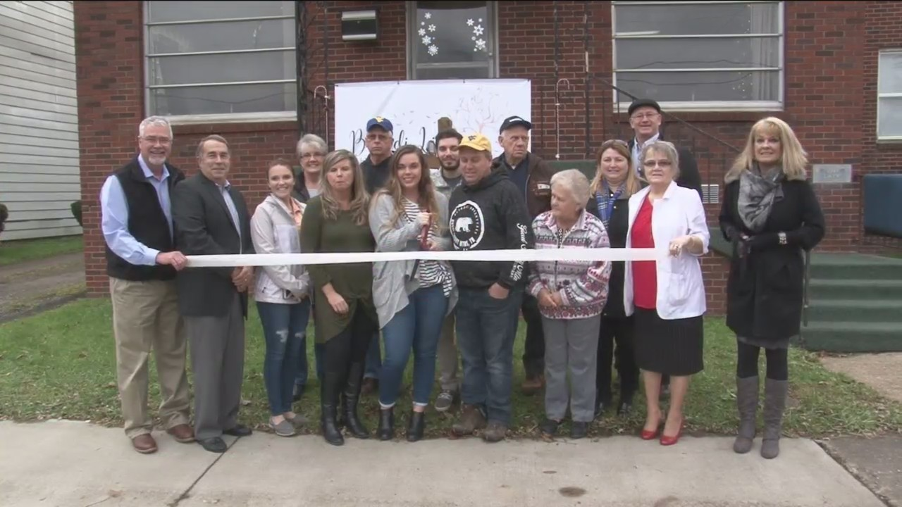 Brandi Linger Photography holds ribbon cutting to showcase different services to community