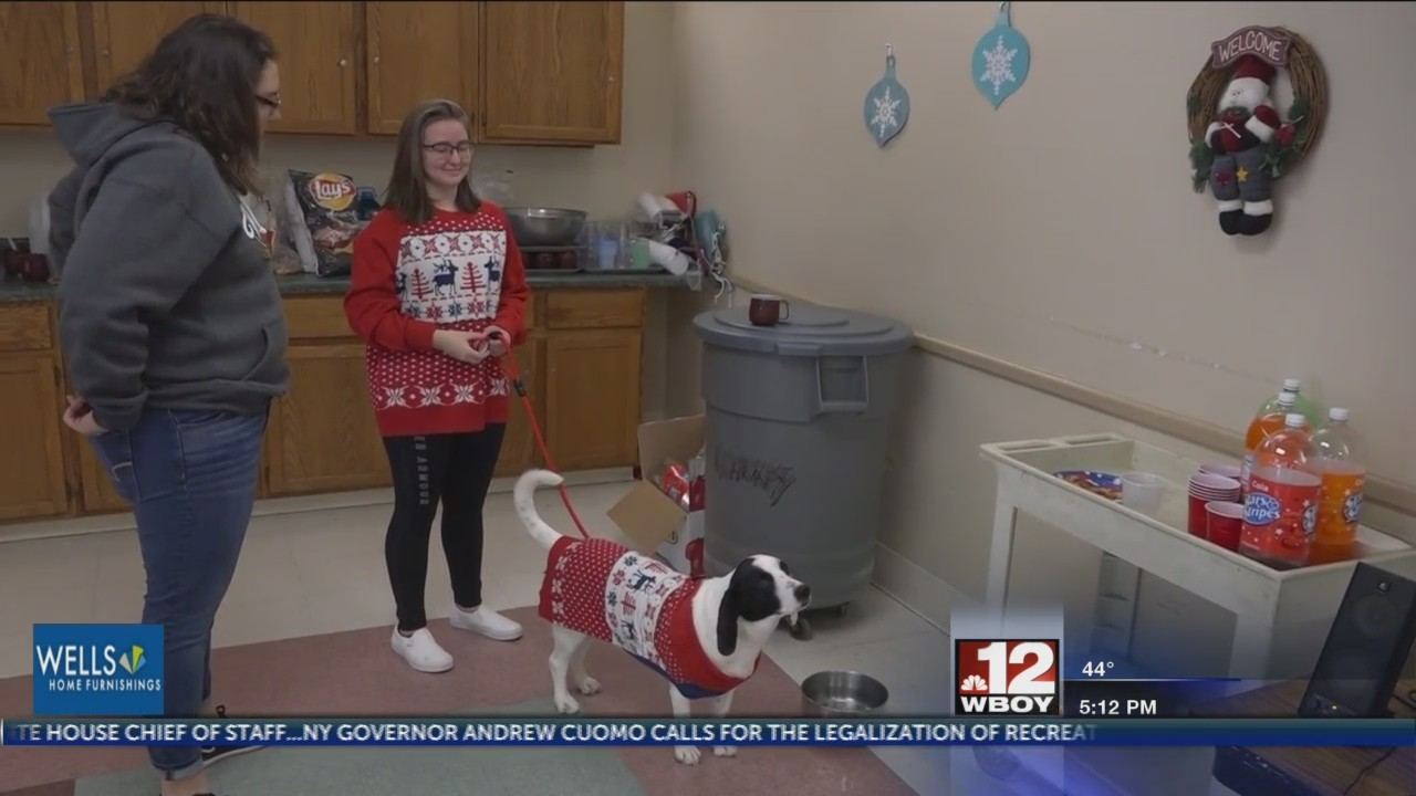 Local high school students visit senior citizens for Christmas party