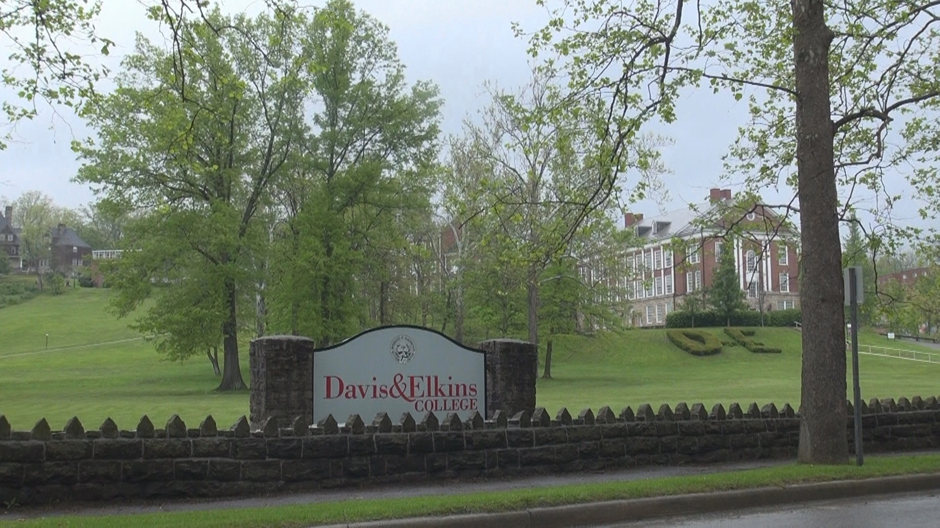 Davis And Elkins >> Davis Elkins College Looking For Host Family Volunteers