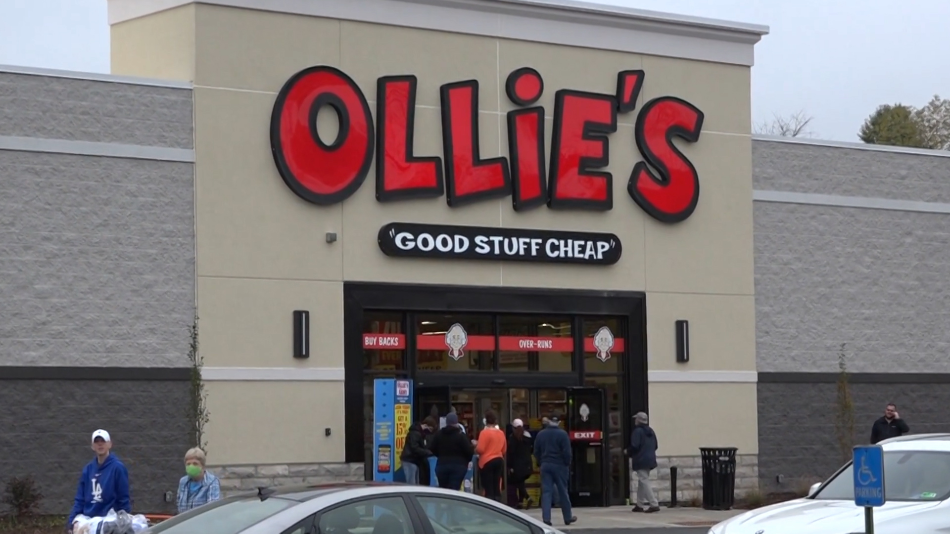 Photo of outside of new Ollie's general store with people surrounding door.